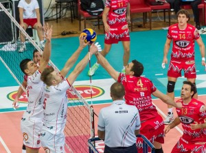 Nemanja PETRIC attacca contro Ivan ZAYTSEV