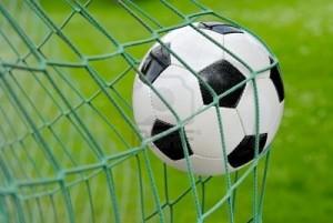 pallone-da-calcio-battenti-in-rete