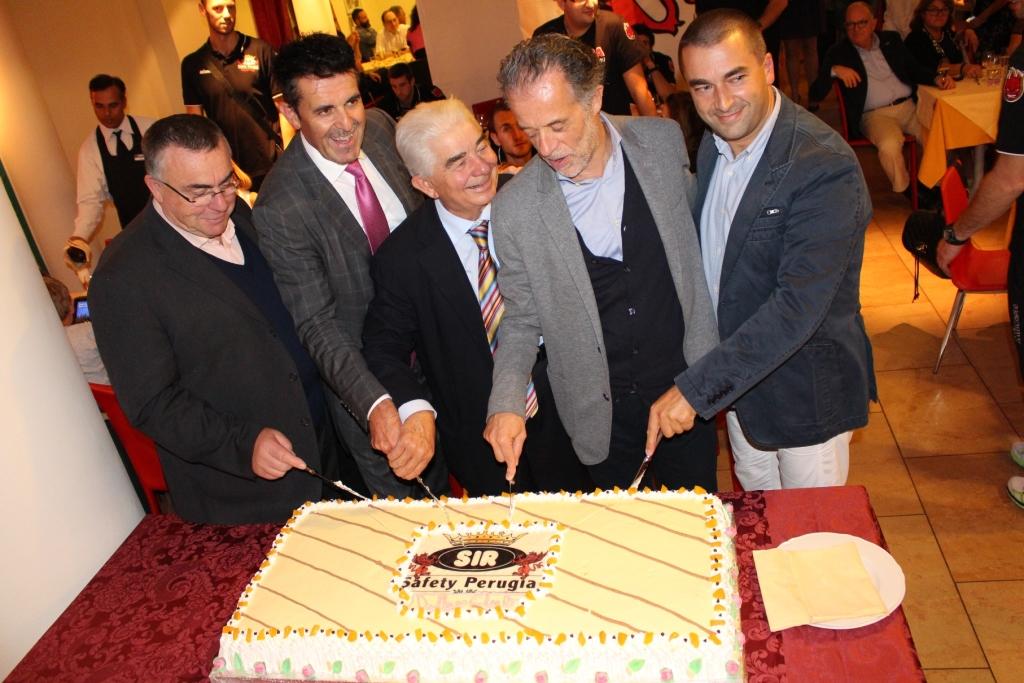 taglio della torta. da sx Galletti, Sirci, Marinelli, Toppetti e Cassieri