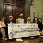 Associazione Giacomo Sintini consegna al professor Falini 50 mila euro per la ricerca